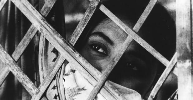 Meghe Dhaka Tara (1960)